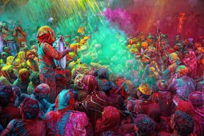 Holi 2018: Spacial Holi of Vrindavan and Banaras Brings a Big Change in Society