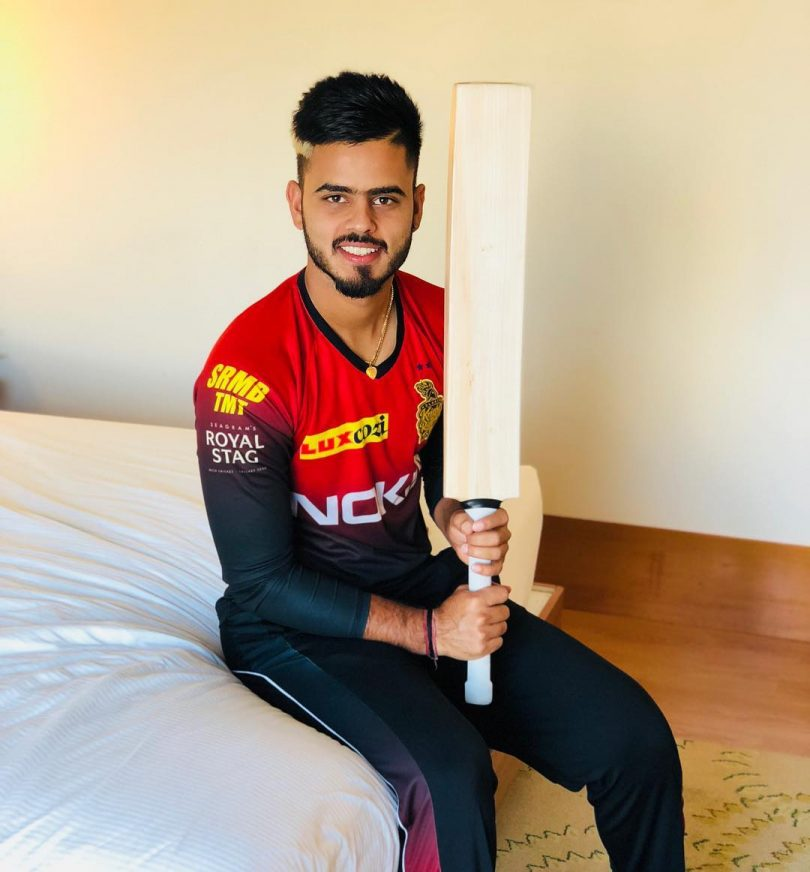 Virat Kohli gifts his bat to Nitish Rana after abusing conflict