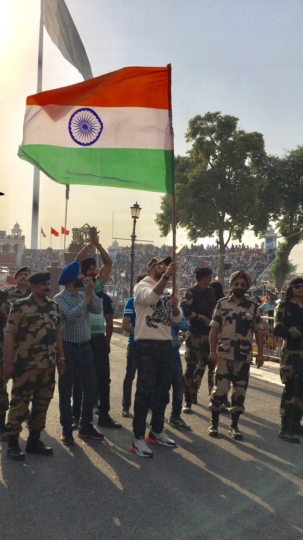 Amitabh Bachchan filled with patriotism as Abhishek raises the flag at Attari border