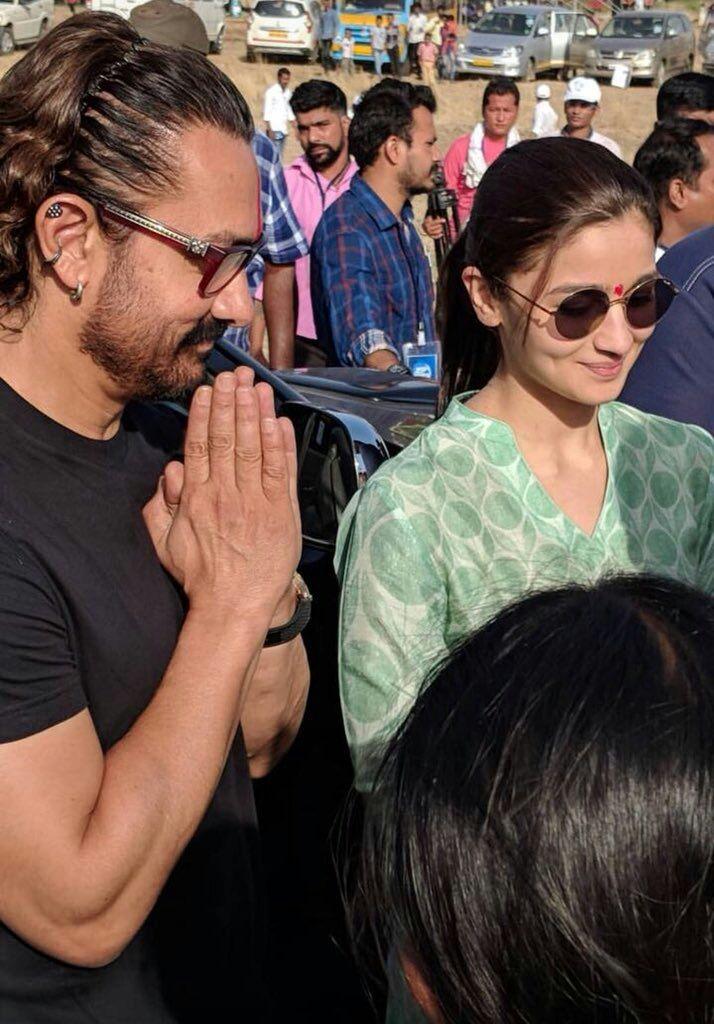 Aamir Khan and Alia Bhatt celebrated labor day in Maharashtra village