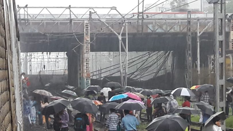 Mumbai, A part of Gokhale Bridge collapses in Andheri, trains delayed