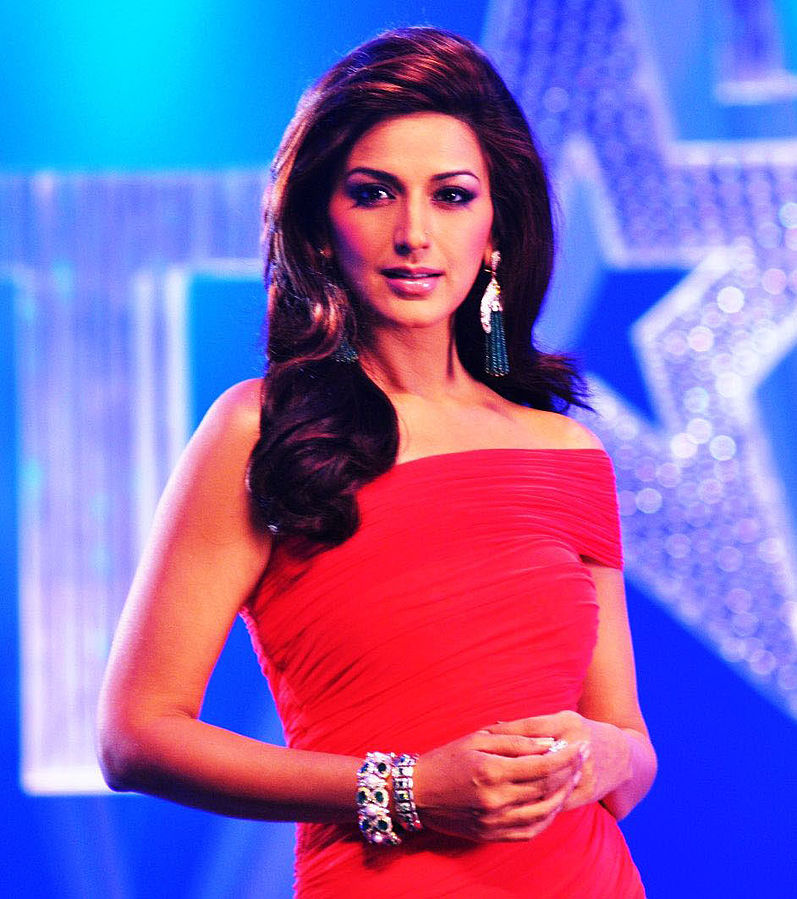 Sonali Bendre diagnosed with high grade Cancer, undergoing treatment in United states