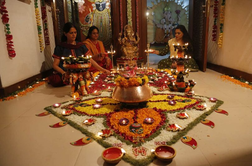 Lakshmi Pujan 2018: Time, Vidhi, Mantra and Images